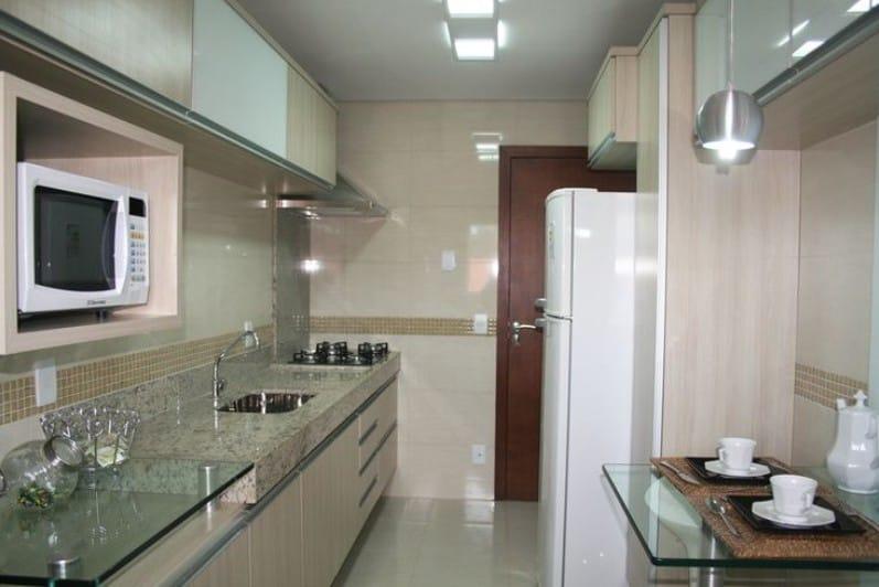 Интерьер кухни в бежево коричневых тонах