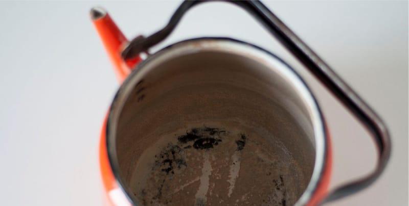 Как снять накипь в чайнике